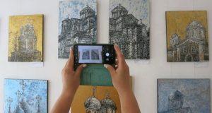 В Керчи покажут картины Любавы Тарадай с изображением красивейших храмов России