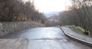 В Ялте продолжается ремонт дороги к музею «Поляна сказок»