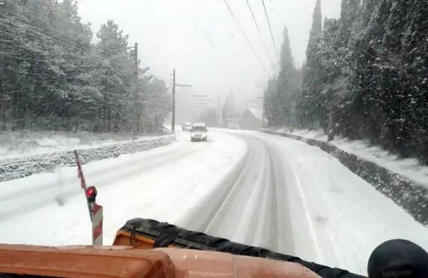 Снегопад на несколько часов остановил движение на трассе «Симферополь – Ялта»