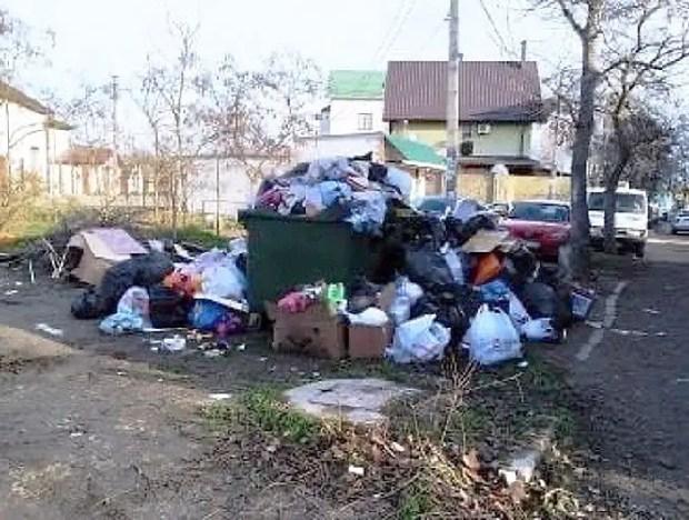 В Керчи – проблемы с уборкой и вывозом мусора
