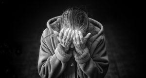 """В Крыму у пожилой женщины аферисты пытались """"отжать"""" квартиру. Говорят, без участкового не обошлось"""