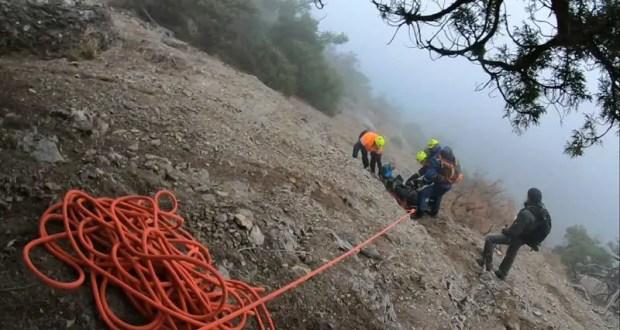 На горе Караул Оба крымские спасатели искали в тумане пострадавшую. Нашли