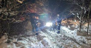В снегу на плато Караби-яйла застряли две «Нивы». На помощь пришел «КРЫМ-СПАС»