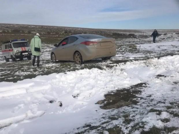 «КРЫМ-СПАС» снова пришлось эвакуировать авто из снежного заноса