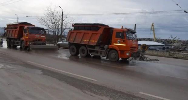В Севастополе чистят улицы