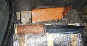 Крымские таможенники обнаружили в автомобиле холодное оружие. Водитель клянется: не знал
