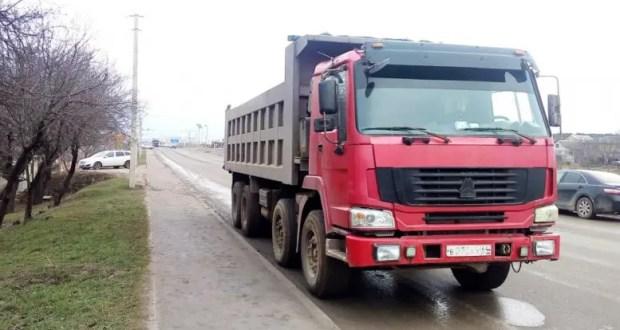 На трассе «Симферополь – Николаевка» инспекторы ДПС остановили грузовик, водитель которого...