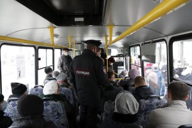 В севастопольском транспорте - масочный режим. И полиция говорит - пассажиры его соблюдают
