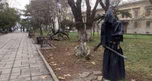 В симферопольском сквере им. Дыбенко будут новые скульптуры, а на бульваре Франко – новые скамейки