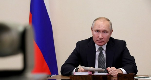 """Путин поручил проверить зарплаты бюджетников на соответствие """"майским указам"""" еще 2012 года"""