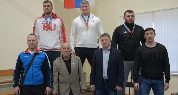 Борцы-вольники из Крыма завоевали десять медалей на чемпионате ЮФО