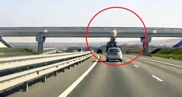 Водитель большегруза с прицепом повредил мостовое сооружение трассы «Таврида»