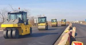 На почти семикилометровом участке трассы «Симферополь – Джанкой» круглосуточно укладывают асфальт