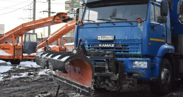 Ночной снегопад в Симферополе добавил работы коммунальным службам