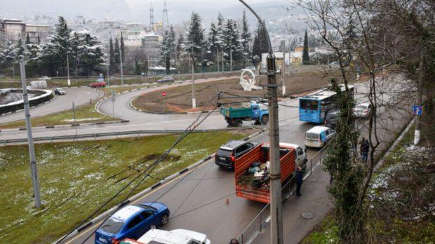 В Ялте разбираются со стихийными свалками. Готовят город к курортному сезону