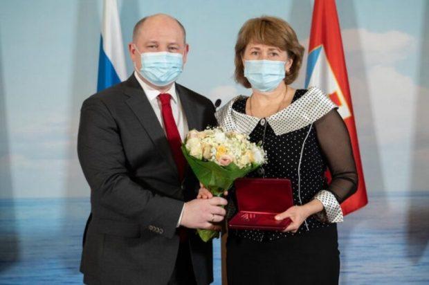В Севастополе вручили награды медработникам за самоотверженный труд и борьбу с COVID-19