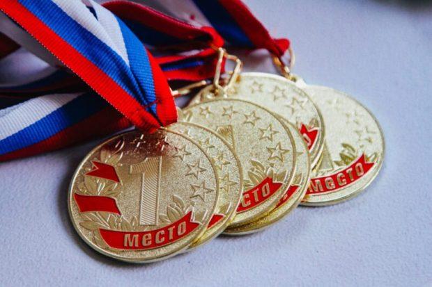 Севастопольские сотрудники МЧС России завоевали медали на Чемпионате города по пауэрлифтингу