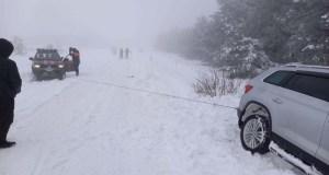 Авто застряло в снегу на плато Ай-Петри – на помощь пришел «КРЫМ-СПАС»