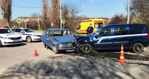 Под Севастополем в дорожно-транспортном происшествии пострадали семь человек