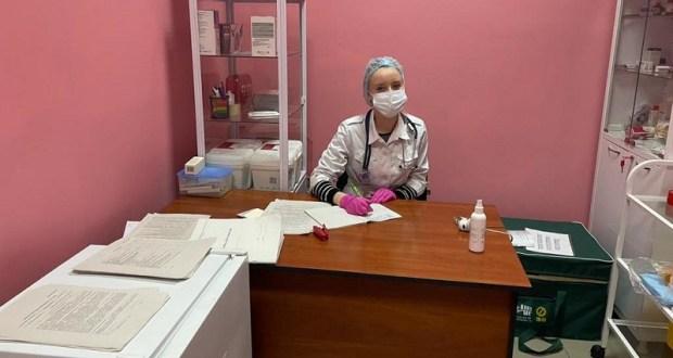 В крупных торговых центрах Симферополя заработали мобильные пункты вакцинации против COVID-19