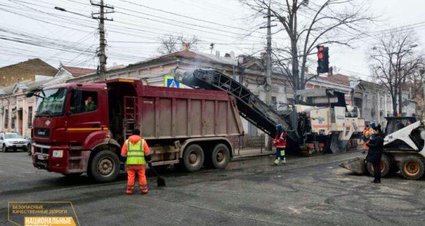 В Симферополе идёт масштабный дорожный ремонт