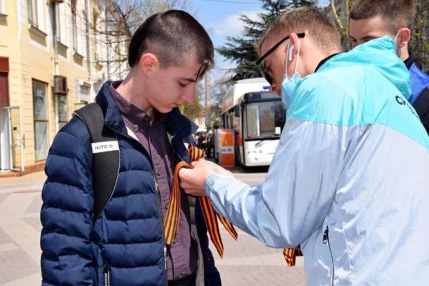 В Симферополе стартовала акция «Георгиевская ленточка»