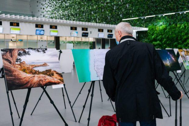 """В аэропорту """"Симферополь"""" - фотовыставка  в честь юбилейного года полета в космос Юрия Гагарина"""
