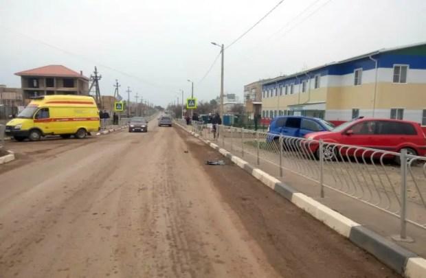 В Николаевке мужчина учил сына водить авто. Результат: пострадали велосипедист и две машины