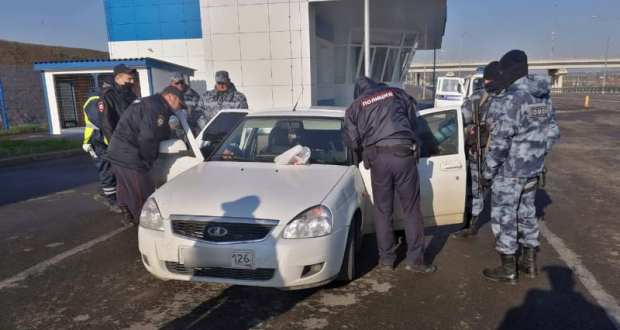В Керчи сотрудники Госавтоинспекции изъяли синтетические наркотики у водителя автомобиля