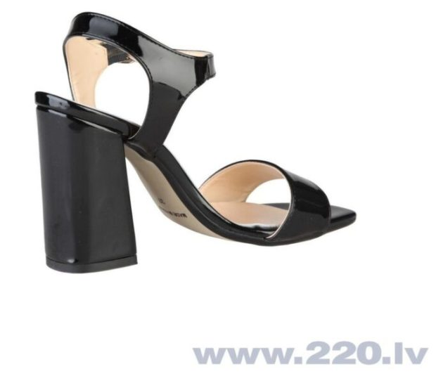 Изящная и легкая, удобная и элегантная: какой должна быть модная женская обувь этой весной
