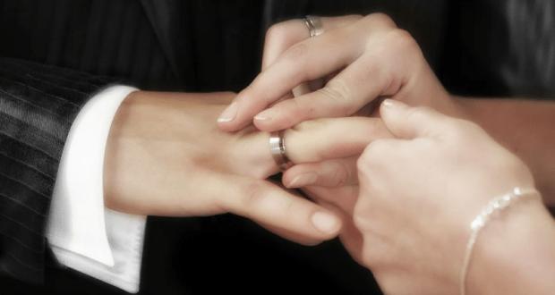 Необычные обручальные кольца — способ выгодно выделиться среди других пар