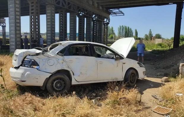 Смертельное ДТП в Керчи: с Горьковского моста упали два автомобиля