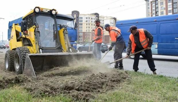 Пыль и грязь на дорогах: как в Симферополе решают проблему