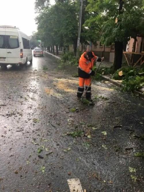 На Симферополь обрушился тропический ливень. О последствиях непогоды