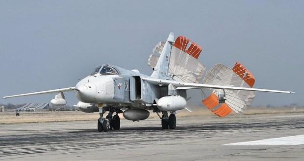 В Крыму экипажи Су-30СМ и Су-24М морской авиации Черноморского флота выполнили учебно-боевые полёты