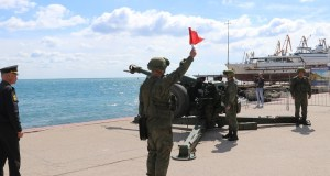 «Выстрел памяти» в Феодосии прогремел на набережной. В память о героическом Керченско-Феодосийском десанте