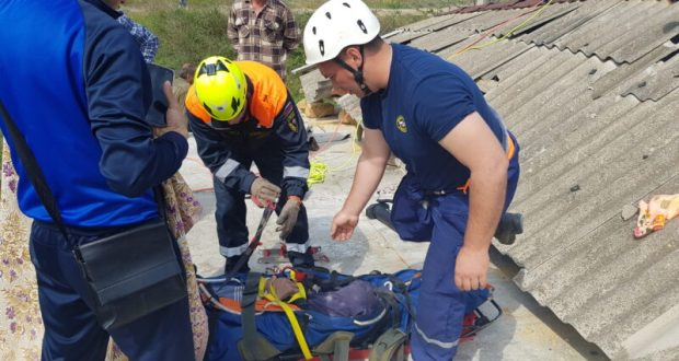 В Судаке во время ремонтных работ на крыше дома придавило человека. На помощь пришел «КРЫМ-СПАС»