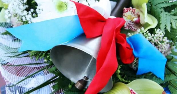 В школах Крыма прозвучал Последний звонок. Выпускники принимают поздравления