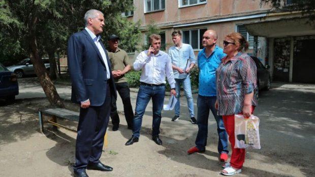 Сергей Аксёнов продолжил инспекцию придомовых и общественных территорий в Симферополе