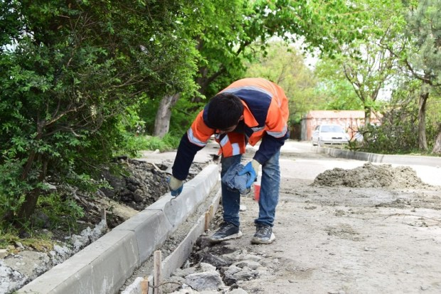 В Симферополе начался ремонт внутридворвых проездов
