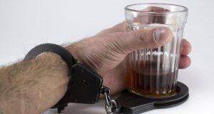 Стакан за стаканом... Лечение алкоголизма: когда пьющему человеку пора к врачу