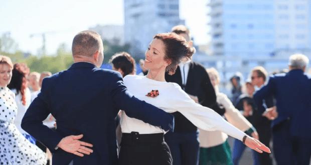 """В Севастополе в акции """"За Победу танцуй до победного"""" участие приняли более 100 пар"""