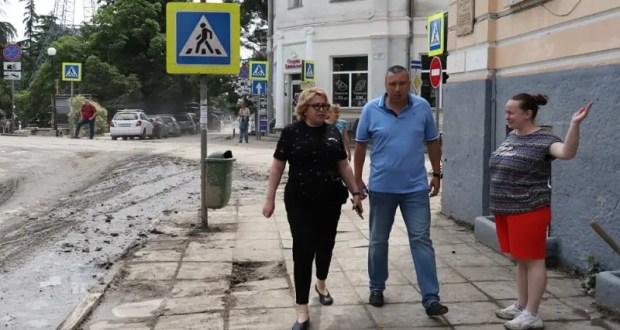 В Ялте произвели первые 11 выплат пострадавшим от стихии. За компенсацией уже обратилось 490 человек