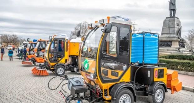 В Севастополь поступит новая коммунальная техника