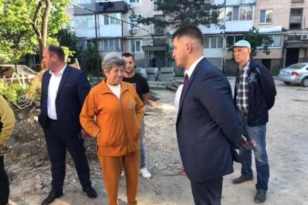 Как в Симферополе продолжают благоустраивать дворы за «московские деньги»