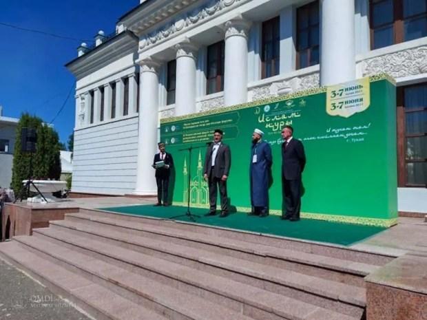 Муфтий Крыма принимает участие в Форуме «Национальная самобытность и религия» в Казани
