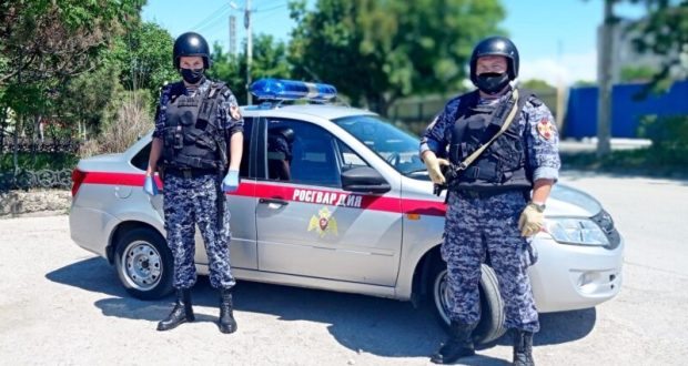 В Евпатории задержали подозреваемых в грабеже
