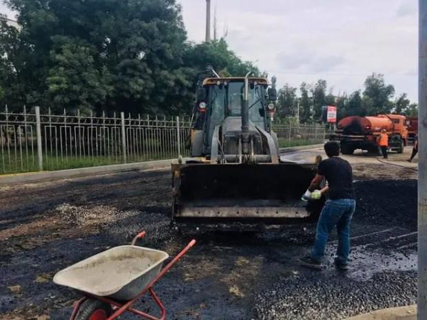В Керчи ремонтируют дорогу к медицинскому колледжу