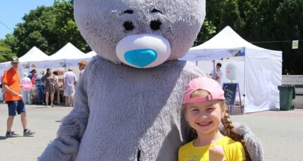 В Севастополе - фестиваль мороженого. Больше полутонны лакомства съели в первый день