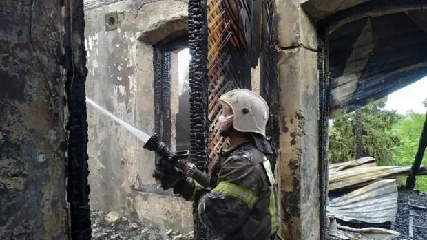 Почти пять часов тушили пожар в Гурзуфе. Сгорел старинный дом